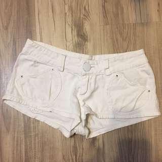 彈性白色短褲