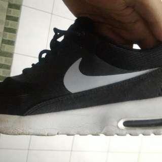 Nike Thea Ukuran 43