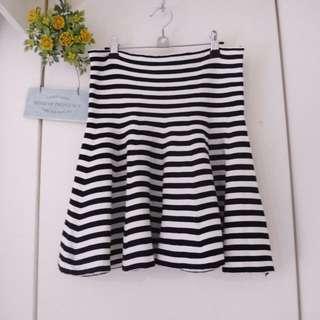 <私物>黑白針織條紋高腰波浪短裙