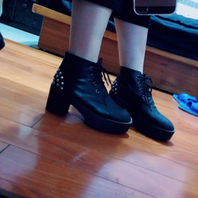 復古個性卯釘厚底短靴