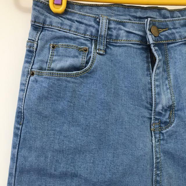 淺藍不收邊牛仔褲