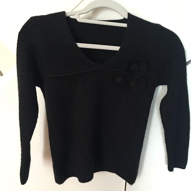 黑色合身毛衣