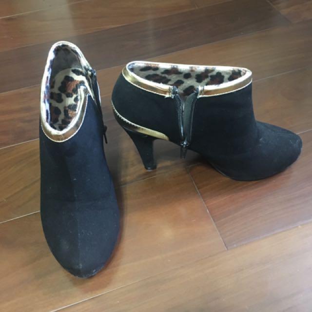 黑色金邊短靴