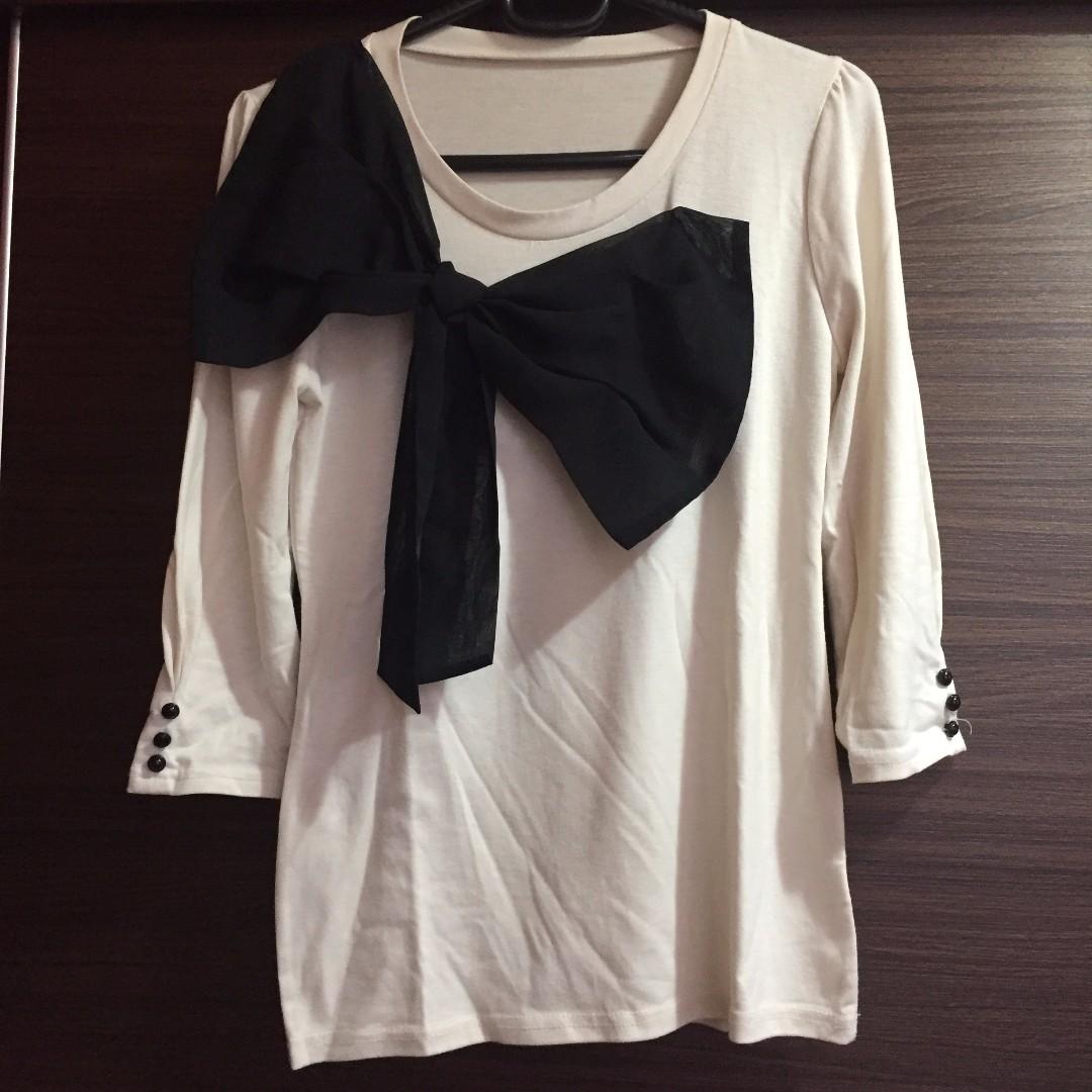 正韓 米白色 黑色雪紡蝴蝶結 上衣 Bow tie T-Shirt Beige