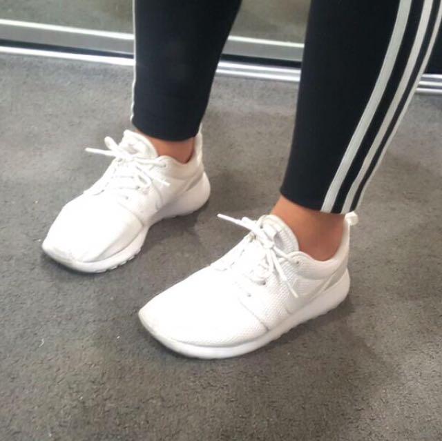 Authentic Nike Roshe Size 7