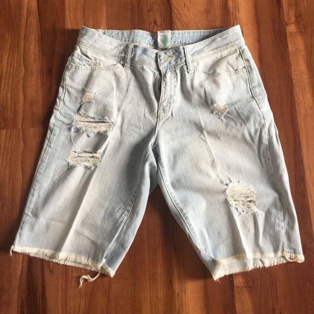 Celana Pendek Ripped