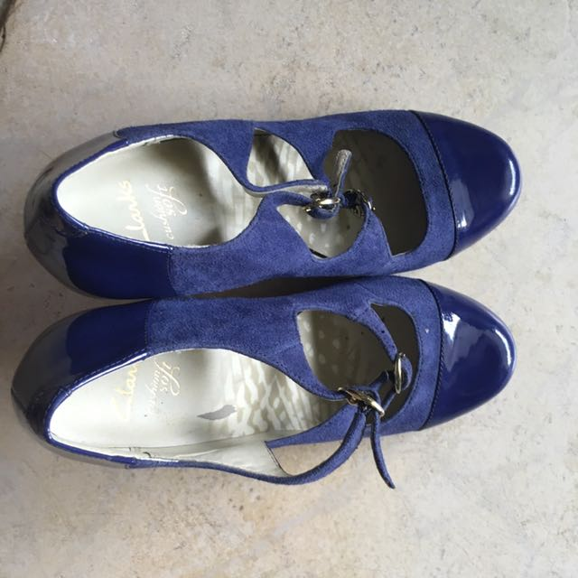 7bfba34303a Clarks Vintage Looking Classic Heels
