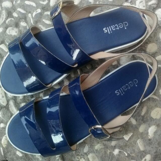Details Sepatu Sandal Navy