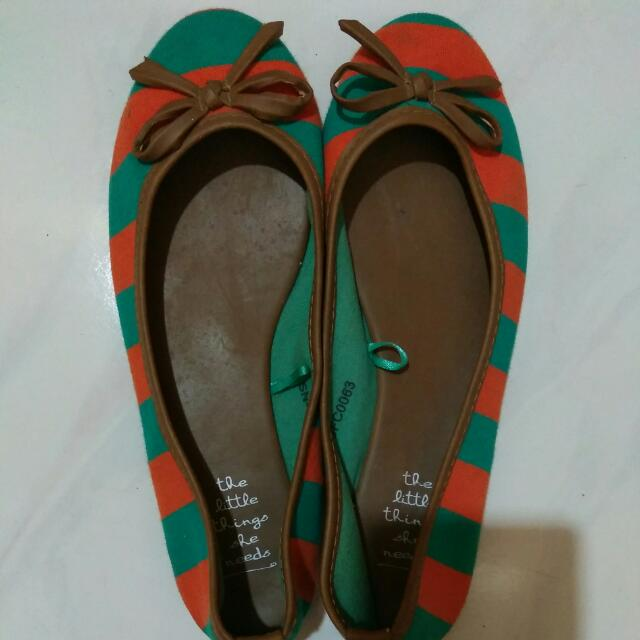 Flat Shoes Size 37