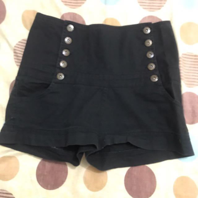 Hi-waist Black Shorts
