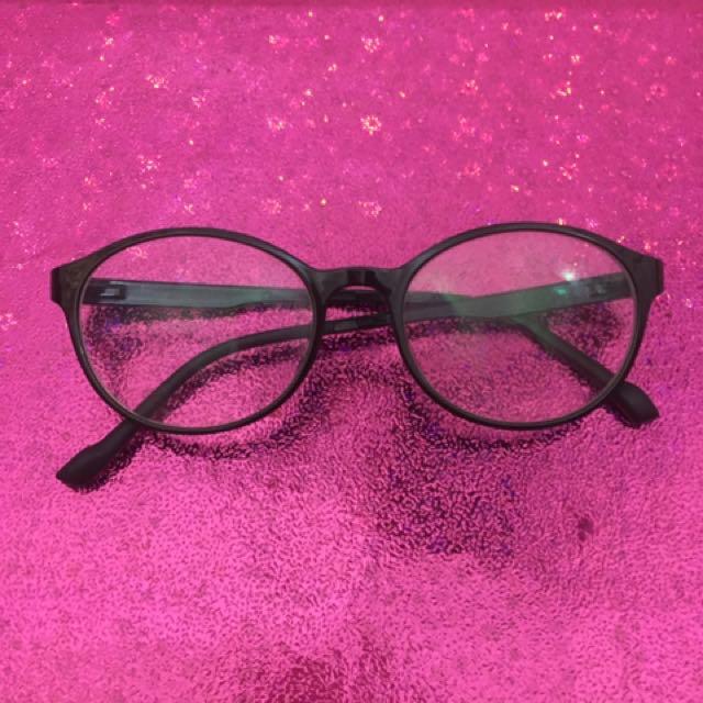 Kacamata Tidak Terpakai