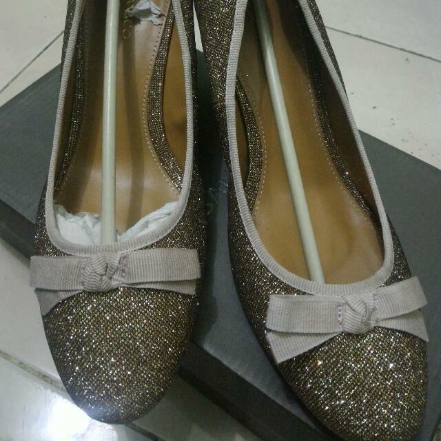 Sepatu 01