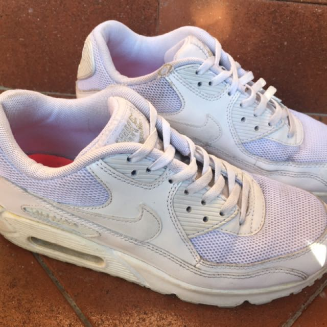 Size 7 Nike White Air Max