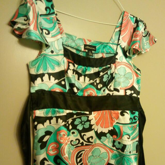 Size S Shirt Tigh On The Back With A Bow