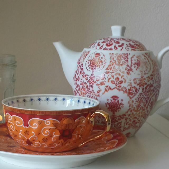 t2 teapot and tea cup set