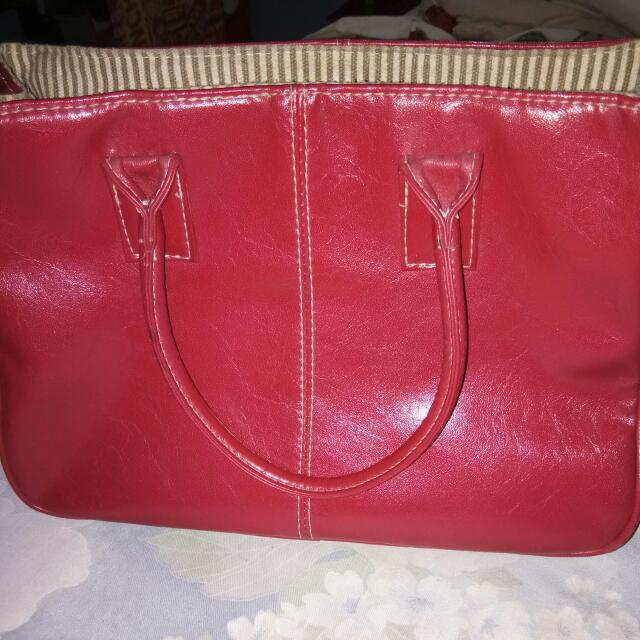 Tas Merah