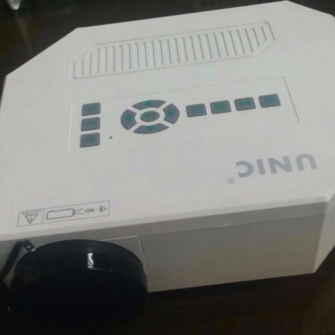 Unic UC30 Mini Projector