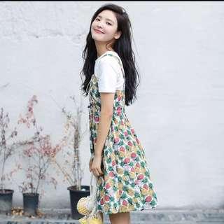 菠蘿印花連身裙配白T恤