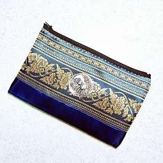 泰國帶回🇹🇭民族風刺繡鑲銀象形壓紋多功能小包/化妝包/鉛筆袋
