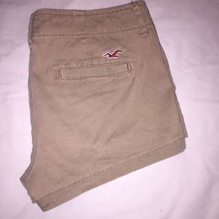 HOLLISTER TAN SHORTS