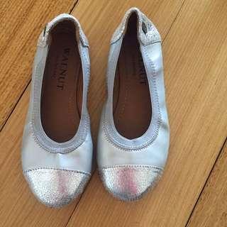 Walnut Girls Silver Shoes Size 29