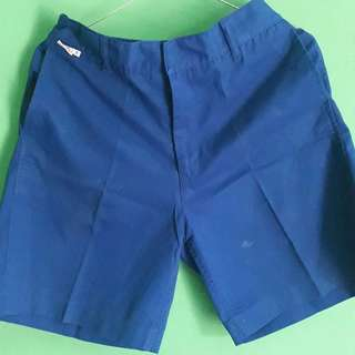 Celana pendek biru