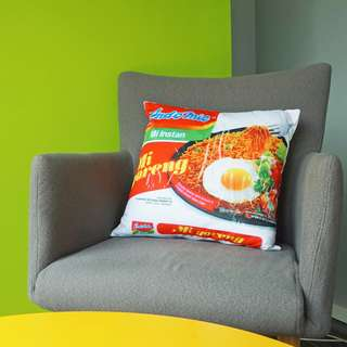 Bantal Mie Indomie Goreng Rebus Hadiah Kado Unik Lucu Home Decor Cushion