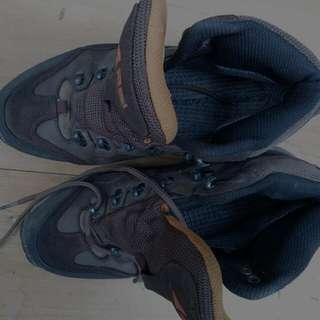 Sepatu Gunung Merk Rei