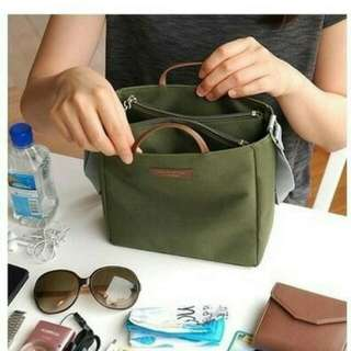 Multi Compartment Shoulder Bag / Tas Selempang Traveling Multi Fungsi