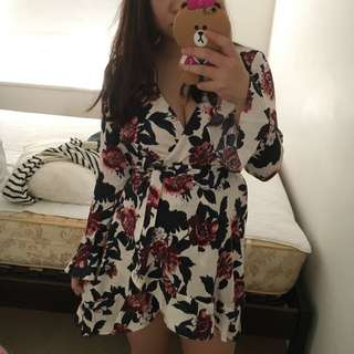 White Long Sleeves Floral Wrap Dress