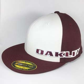 OAKLEY SNAPBACK FITTED HAT