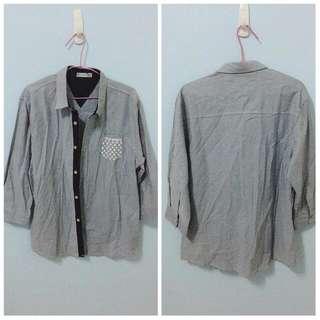 灰色鈕扣襯衫