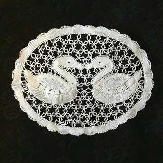 比利時純手工編織成雙天鵝蕾絲片
