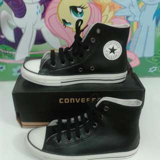 CONVERSE SHOE BOYS/GIRLS - sz US 2.5 ( 21 cm )
