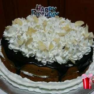 Naked Cakes Mocha/Chocolate Topped With Whipped Cream, Dark Choco Ganache And Macadamia slices