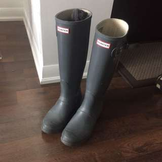 Grey Hunter Rain boots + Socks