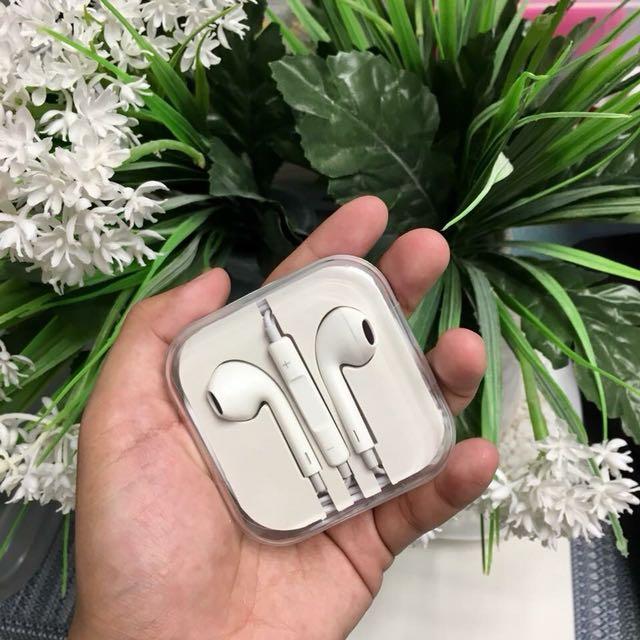 Apple Earphones Class A