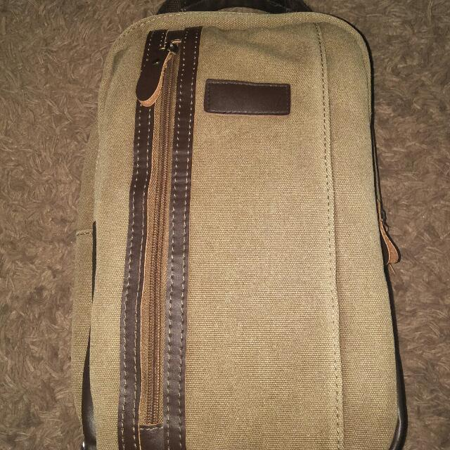 Berrybenka sling bag / negotiable