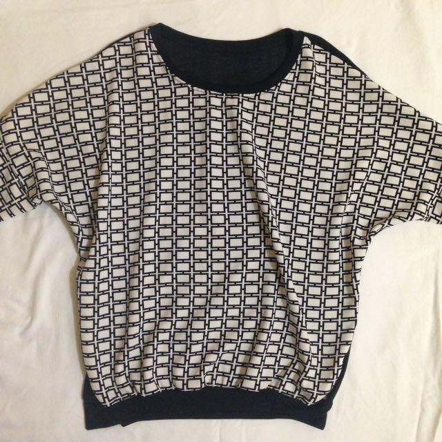 B&W Pullover/Sweater