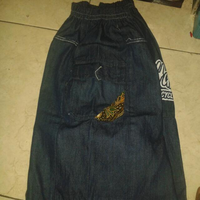 Celana Santai..bahan Jean Ad Kantong Di Samping...