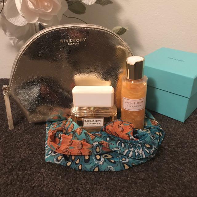 Dahlia Divin Givenchy Paris Perfume Set