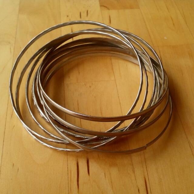 Interlinked Metal Bangles