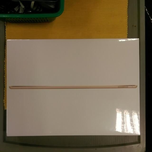 "IPad Pro 12.9"" 256gb Gold (Brand New / Sealed)"