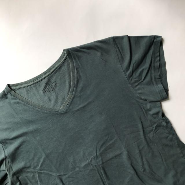 Kaos Polos V-neck Cotton On ORIGINAL! Size Medium Mulus Murah Aja