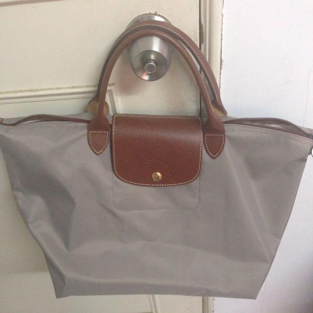 Longchamp M 號短把袋