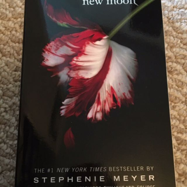 New Moon (Twilight Book #2)
