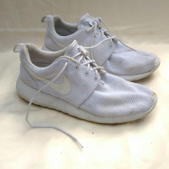 c6418924392 41) Nike Roshe Run One
