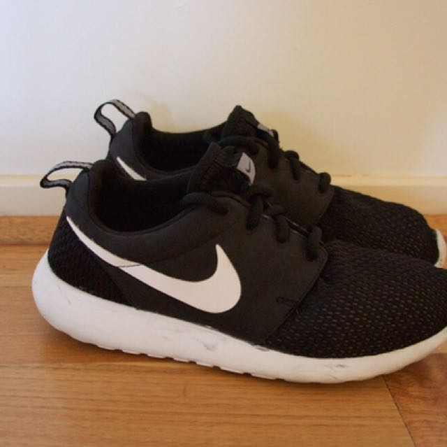 Nike Roshe Sneakers
