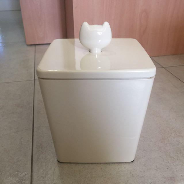 Pet Kibbles Storage Container