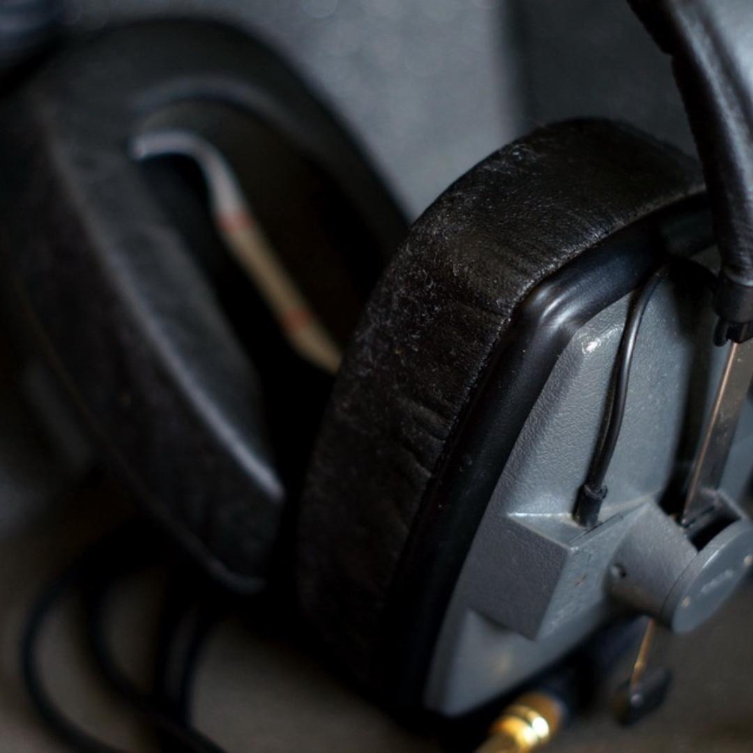 Professional Flat Retro Headphones (Beyerdynamic DT150)